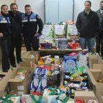 Policía Local de Arona hace entrega de los alimentos recogidos en su campaña a Cáritas