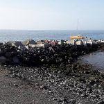 Ayuntamiento y voluntarios mantienen limpia la costa isorana