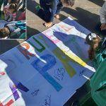 Niñas y niños celebran el Día de la Paz y se manifiestan contra el acoso escolar