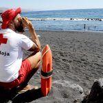 Cruz Roja presta, durante Semana Santa, cobertura sociosanitaria en 10 playas de Tenerife