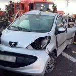Bomberos de Tenerife intervienen en un accidente de tráfico en La TF-1 Parque La Reina