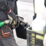 Detenidos robando combustible a seis coches estacionados en la capital tinerfeña