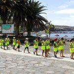 Grandes y pequeños ayudan a limpiar la costa en Playa San Juan