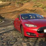 Un fabuloso Tesla rojo único en Canarias la atracción del Salón de Vehículo Eléctrico de G.C.