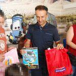 Los niños hospitalizados en el HUC reciben regalos de  Loro Parque , Santillana y Cabildo