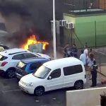 Incendio de un contenedor en El Médano a punto de causar graves daños a varios vehículos