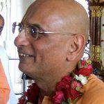 Su Santidad Bhakti Charu Swami Maharaj viaja a Arona para participar en el festival Ratha Yatra