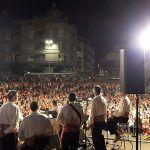 El Médano vibró con la música de Los Sabandeños, la banda de música y El Morocho