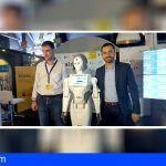 Isaac Castellano da la bienvenida a la primera humanoide española en el Museo Elder