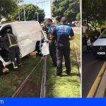 Bomberos de Tenerife excarcelan al conductor de un vehículo que colisionó contra el tranvía