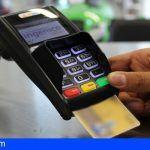Recibió por error la tarjeta de crédito de su vecina y realizó compras por 1.187 euros