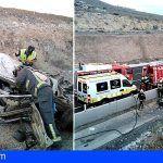 Conductor en estado grave al volcar su vehículo en la TF-1 Guía de Isora, altura Vera de Erques