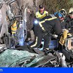 Bomberos de Tenerife liberan a un conductor atrapado en su vehículo en Guía de Isora
