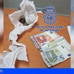 Detienen a un joven de 18 años por tráfico de drogas en la zona escolar del Madroñal en Adeje