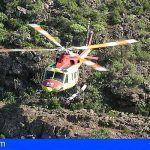 Helicóptero del GES y bomberos rescatan a parapentista herido en Adeje