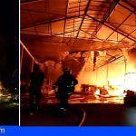 Bomberos intervienen en un incendio de nivel III en un invernadero de Tacoronte