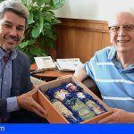 Premian a un turista británico que lleva 40 años pasando sus vacaciones en Tenerife