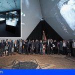Un cubículo de 11 metros de altura y 10 toneladas de peso en la exposición «Athanatos»