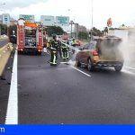 Bomberos del Consorcio de Tenerife extinguen un incendio en un vehículo en la capital tinerfeña