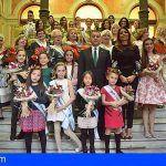 El alcalde de Santa Cruz recibe a las 31 aspirantes a Reina del Carnaval en sus tres modalidades