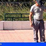 Inician en La Gomera la instalación de cincuenta dispensadores de bolsas de heces de perros