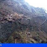 Un desprendimiento en la carretera de Tejeda a Artenara en Gran Canaria obliga al cierre de la vía