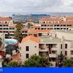 Arona y Adeje entre los 5 municipios con más turistas alojados en apartamentos en toda España