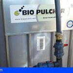 Distribuyen microorganismos inocuos que se alimentan de hidrocarburos en Gran Tarajal, Fuerteventura