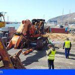 Los trabajos de esta mañana en Gran Tarajal en Fuerteventura han permitido reflotar una embarcación
