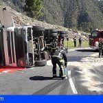 Bomberos de Tenerife excarcelan a un conductor atrapado en Los Loros, Candelaria