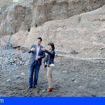 El Alcalde y la concejala de Turismo supervisan el comienzo de las obras de recuperación de la playa de Los Guíos