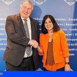 La presidenta del Parlamento de Canarias firma en Bruselas la Alianza por la Cohesión