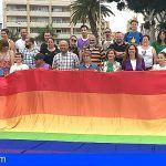 La plaza de El Médano acogió este domingo la Feria de la Diversidad