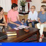 El Alcalde de Santiago del Teide recibe a la Fundación Carrera por la Vida/Walk for Life