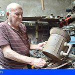 Reconocimiento al maestro herrero tinerfeño Jorge Afonso por una vida dedicada a este oficio artesanal