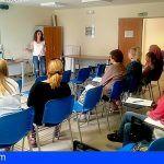 Una treintena de mujeres de Arona recibe asesoramiento personalizado y formación para lograr su inserción laboral