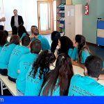 Una veintena de jóvenes realizan actividades en servicio a la comunidad en Guía de Isora