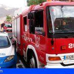 Bomberos extinguen un incendio en una vivienda en Buzanada