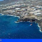 El vertido de fuel en la costa de Candelaria rebaja el nivel de la emergencia pero se mantiene activado el PECMAR