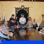 Entregan en Santiago del Teide los cheques relacionados con ayudas sociales para gastos de vivienda habitual