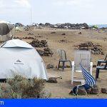 Desalojan a las personas acampadas en la playa de Los Enojados en Las Galletas