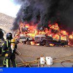 Un incendio en el desguace de Malpaso en Arona fue extinguido por los Bomberos de Tenerife