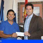 Santiago del Teide entrega una subvención de 35.000€ a la asociación de taxistas del municipio