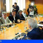 Los alcaldes de los municipios con destinos turísticos se reúnen con los empresarios en la capital grancanaria