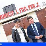 El Cabildo y el Ayuntamiento de Arona instalarán un nuevo césped artificial en el campo Fernando Pérez