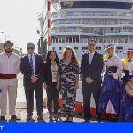 La Gomera recibe más de tres mil cruceristas en la primera escala del AIDAstella