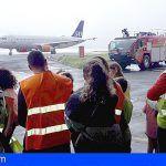 El Aeropuerto de Tenerife Sur acoge la visita solidaria de niños en riesgo de exclusión social de la Isla
