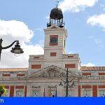 El relojero de la Puerta del Sol tardará 4:30 minutos en retrasar el reloj para las 'Campanadas Canarias'