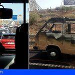Una furgoneta incendiada colapsa la TF-1 a la altura de San Isidro