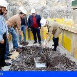El Alcalde coloca la primera piedra del futuro gimnasio de Tamaimo